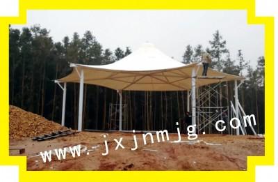 新建县森林公园景观六角伞已完工